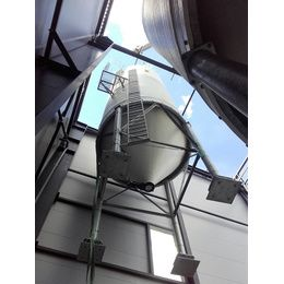 Installation d'un silo industrie au travers d'une charpente métallique